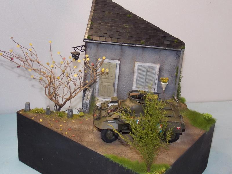 M8 Greyhound TAMIYA avec intérieur Verlinden et décor PATROSS 1/35 - Page 4 Dscn6468