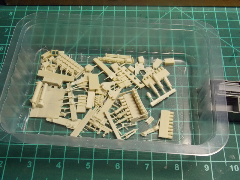 10;5 cmLEFH18(SF) ssur chassis Hotchkiss 1/35 (BRONCO) Dscn6639