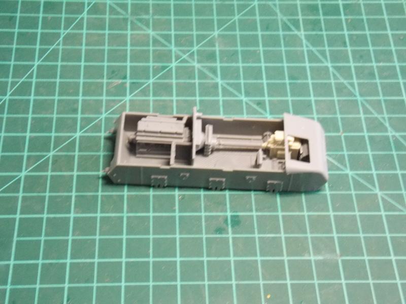 10;5 cmLEFH18(SF) ssur chassis Hotchkiss 1/35 (BRONCO) Dscn6640