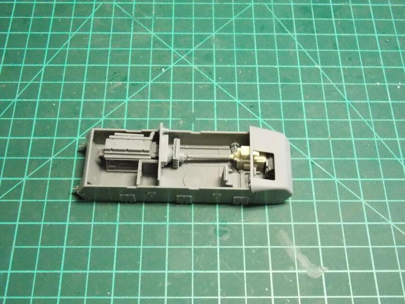 10;5 cmLEFH18(SF) ssur chassis Hotchkiss 1/35 (BRONCO) Dscn6646