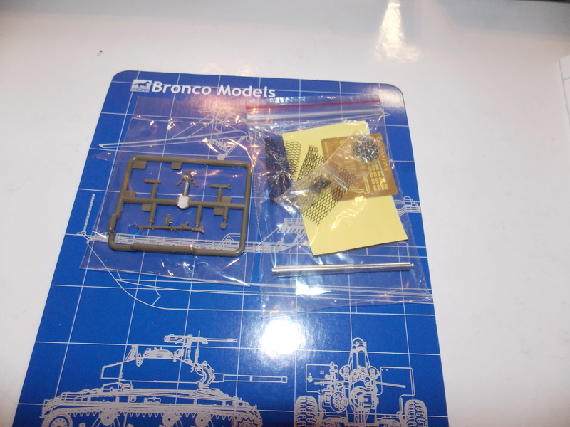 10;5 cmLEFH18(SF) ssur chassis Hotchkiss 1/35 (BRONCO) Dscn6651