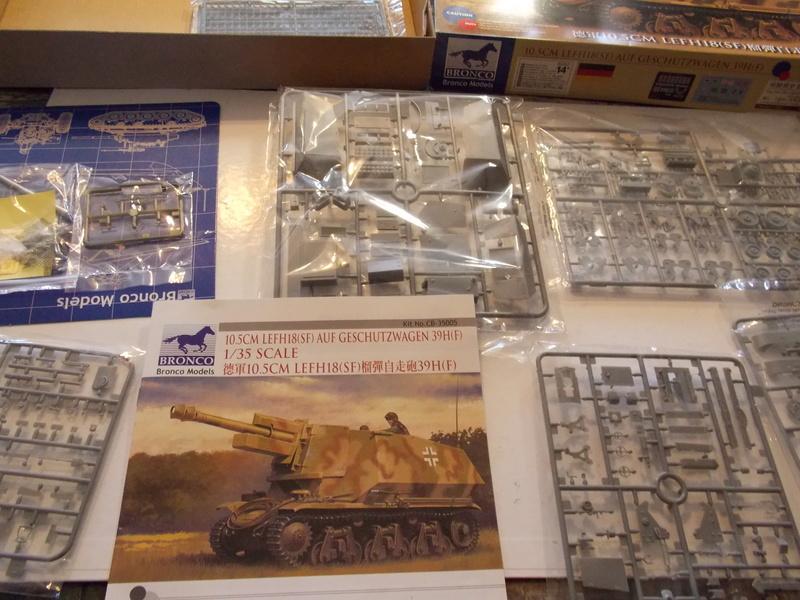 10;5 cmLEFH18(SF) ssur chassis Hotchkiss 1/35 (BRONCO) Dscn6653
