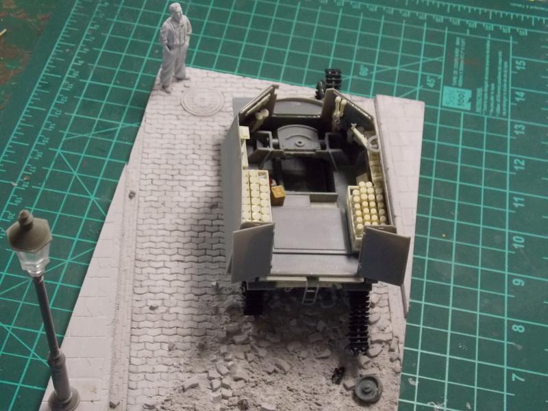 10;5 cmLEFH18(SF) ssur chassis Hotchkiss 1/35 (BRONCO) Dscn6654