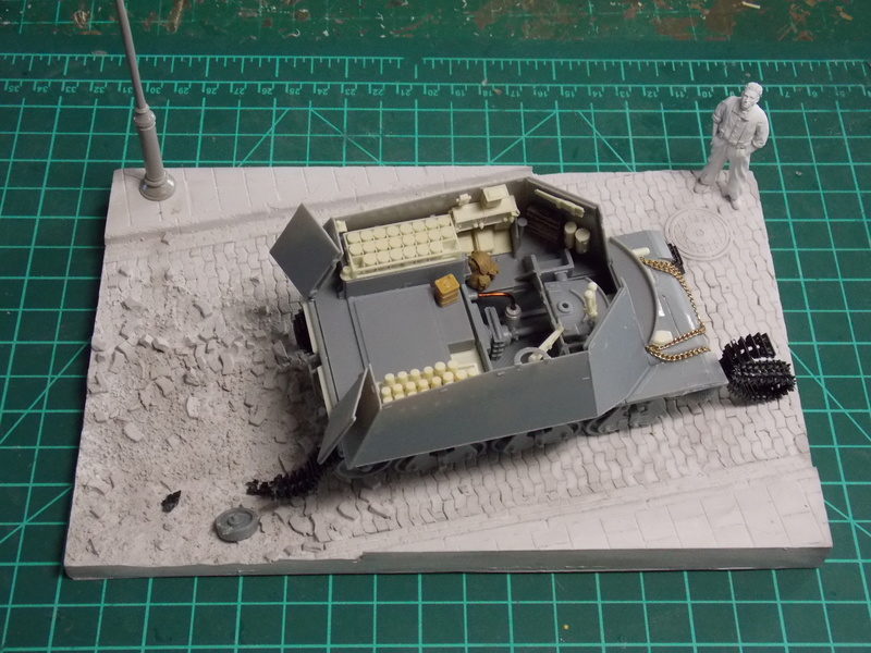 10;5 cmLEFH18(SF) ssur chassis Hotchkiss 1/35 (BRONCO) Dscn6655