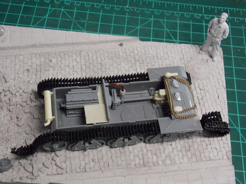 10;5 cmLEFH18(SF) ssur chassis Hotchkiss 1/35 (BRONCO) Dscn6657