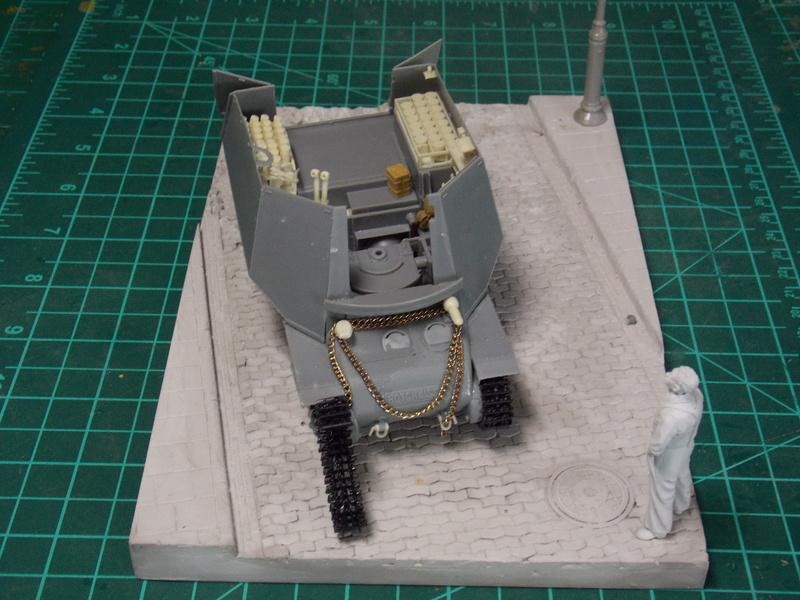 10;5 cmLEFH18(SF) ssur chassis Hotchkiss 1/35 (BRONCO) Dscn6659