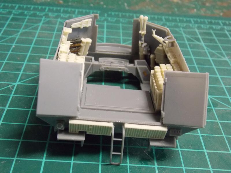 10;5 cmLEFH18(SF) ssur chassis Hotchkiss 1/35 (BRONCO) Dscn6660