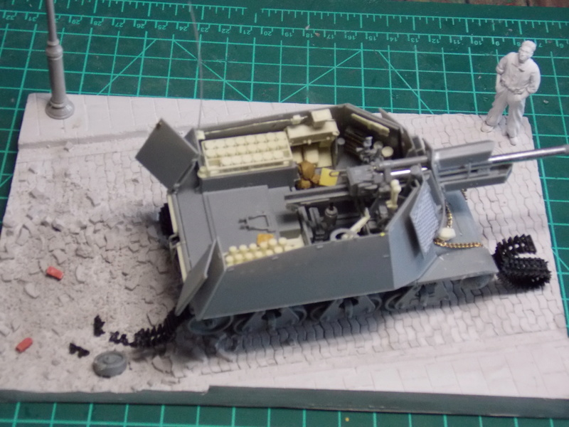 10;5 cmLEFH18(SF) ssur chassis Hotchkiss 1/35 (BRONCO) Dscn6661