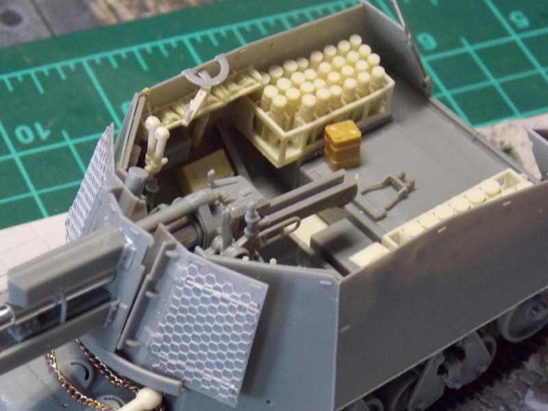10;5 cmLEFH18(SF) ssur chassis Hotchkiss 1/35 (BRONCO) Dscn6662