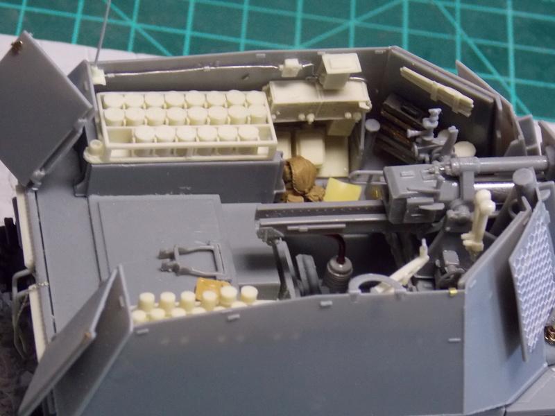 10;5 cmLEFH18(SF) ssur chassis Hotchkiss 1/35 (BRONCO) Dscn6663