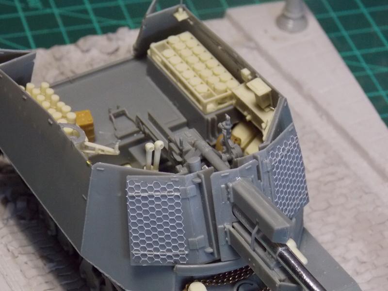 10;5 cmLEFH18(SF) ssur chassis Hotchkiss 1/35 (BRONCO) Dscn6664