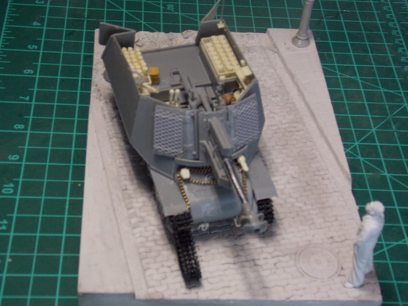 10;5 cmLEFH18(SF) ssur chassis Hotchkiss 1/35 (BRONCO) Dscn6665