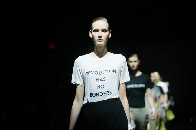 Marie-Antoinette et la Révolution dans la Mode  H_003811