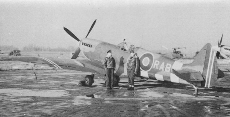 [Frog] Spitfire Mk VIII 21_spi10