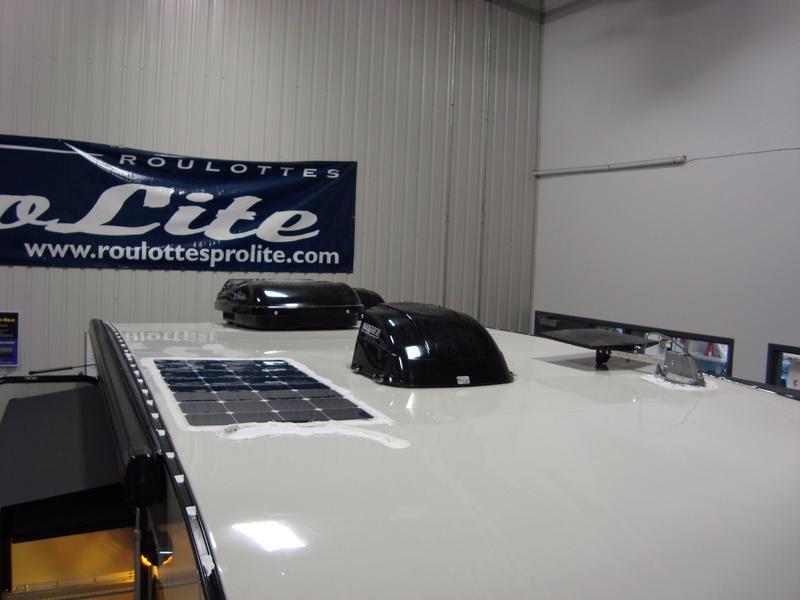 Installation de panneaux solaires flexibles sur une Prolite Dsc00410