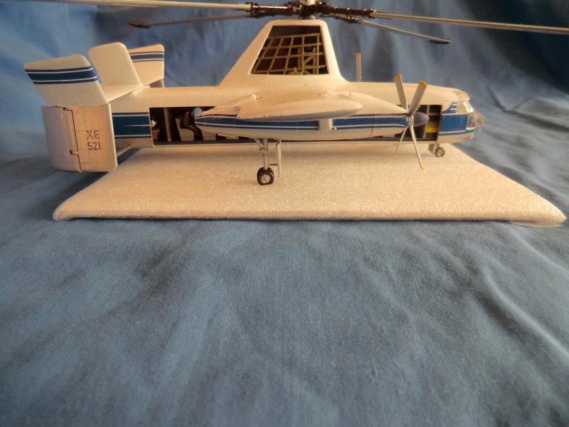 montage d'un Fairey rotodyne 1/78 Revell - Page 3 Photos24