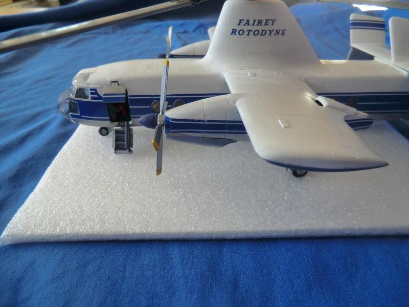 montage d'un Fairey rotodyne 1/78 Revell - Page 3 Photos29