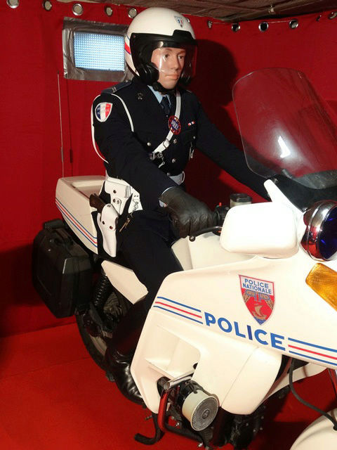 Reconstitution d'un policier parisien sur sa K75 20171016