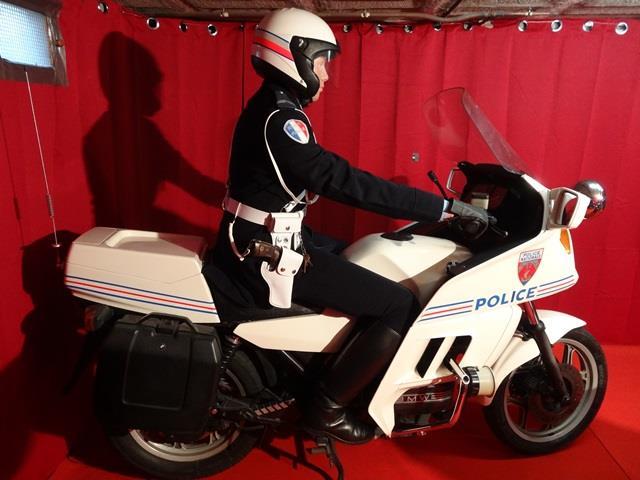 Reconstitution d'un policier parisien sur sa K75 2_111