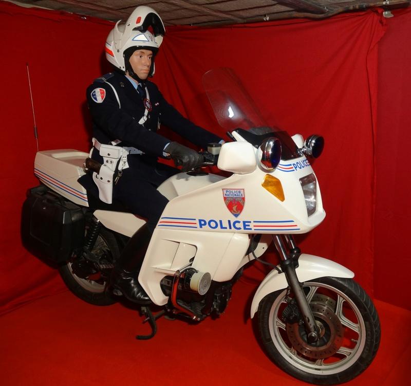 Reconstitution d'un motard gendarme sur sa BMW R80rt Dsc04010