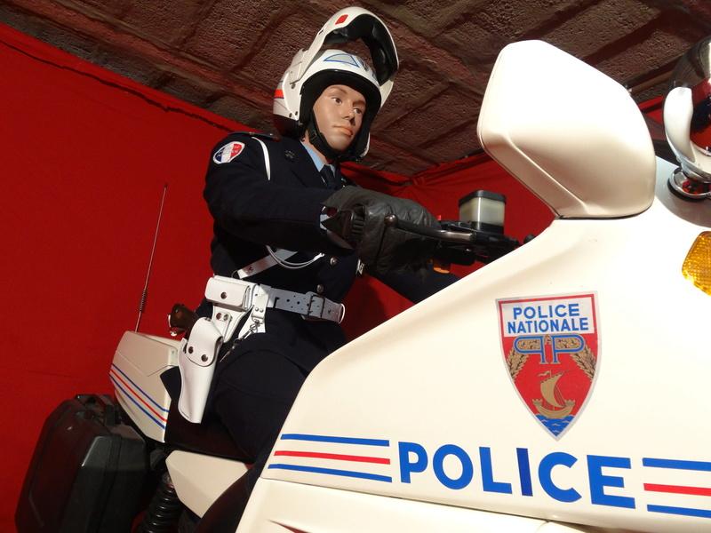 Reconstitution d'un motard gendarme sur sa BMW R80rt Dsc04012