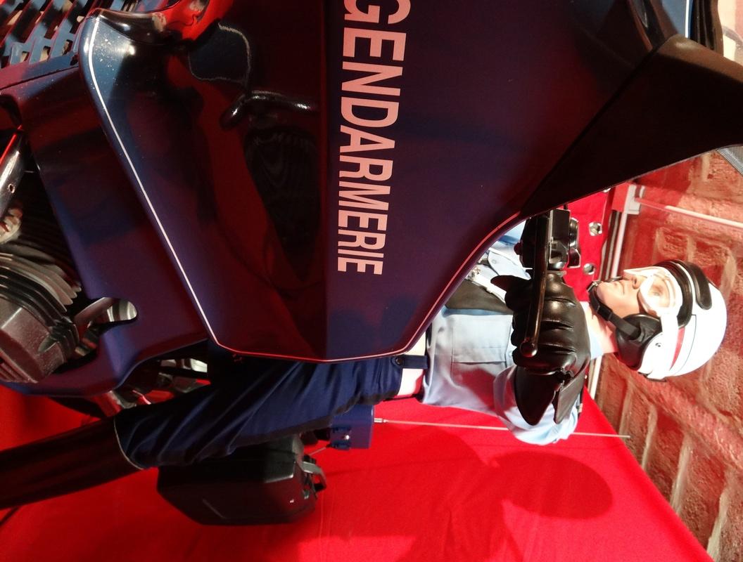 Reconstitution d'un motard gendarme sur sa BMW R80rt Dsc04117