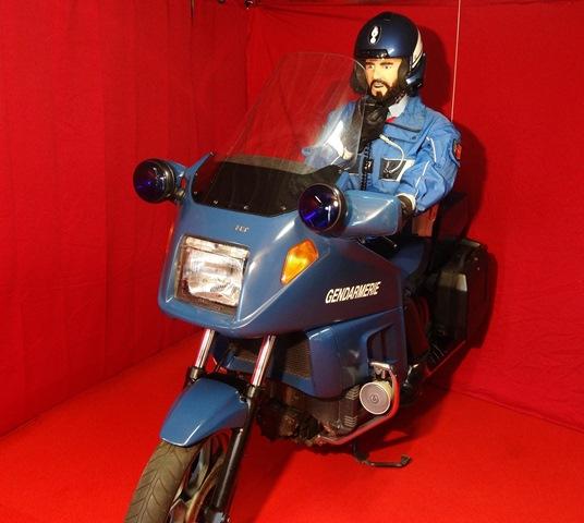 reconstitution motard Gendarmerie sur K75 Dsc04126