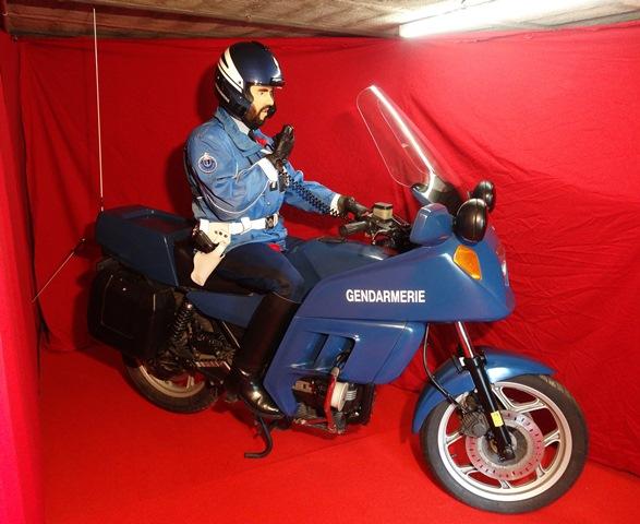 reconstitution motard Gendarmerie sur K75 Dsc04127