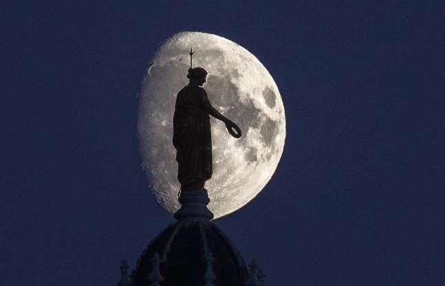 The Moon/La Lune. - Page 4 Bbpyev10