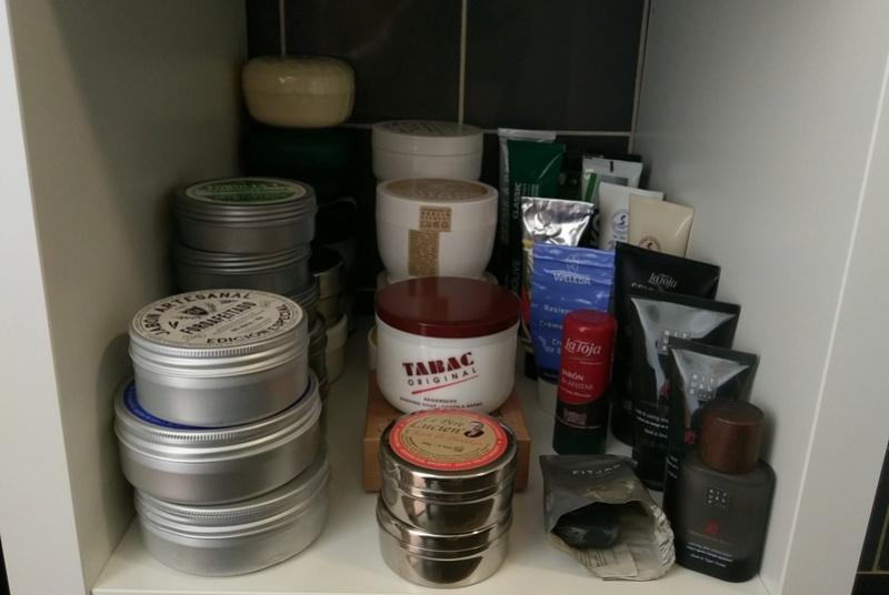 Photos de votre armoire spéciale rasage (ou de la partie réservée au rasage) - Page 27 Imag3711