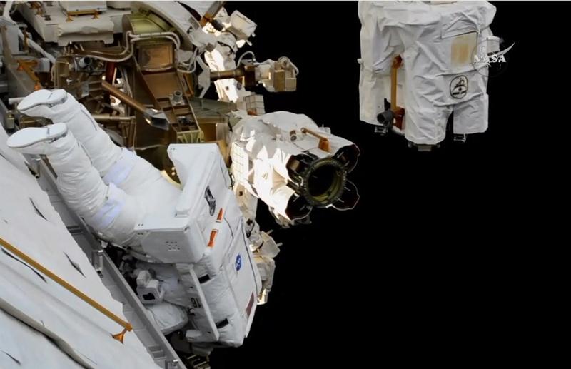[ISS] - US EVA 44, 45 et 46 117