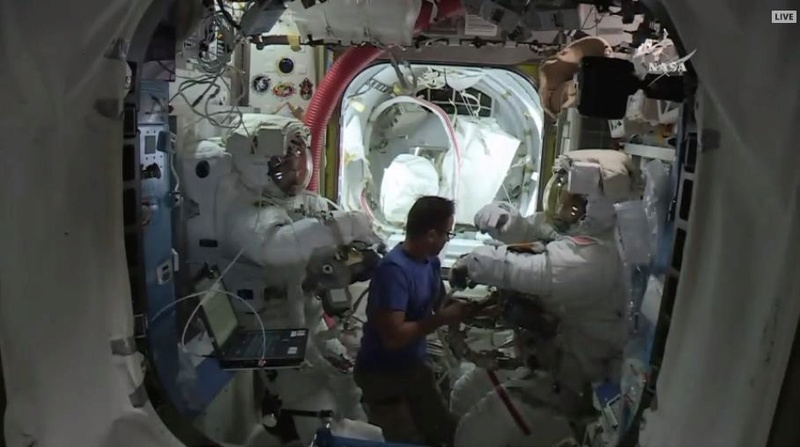 [ISS] - US EVA 44, 45 et 46 Screen29