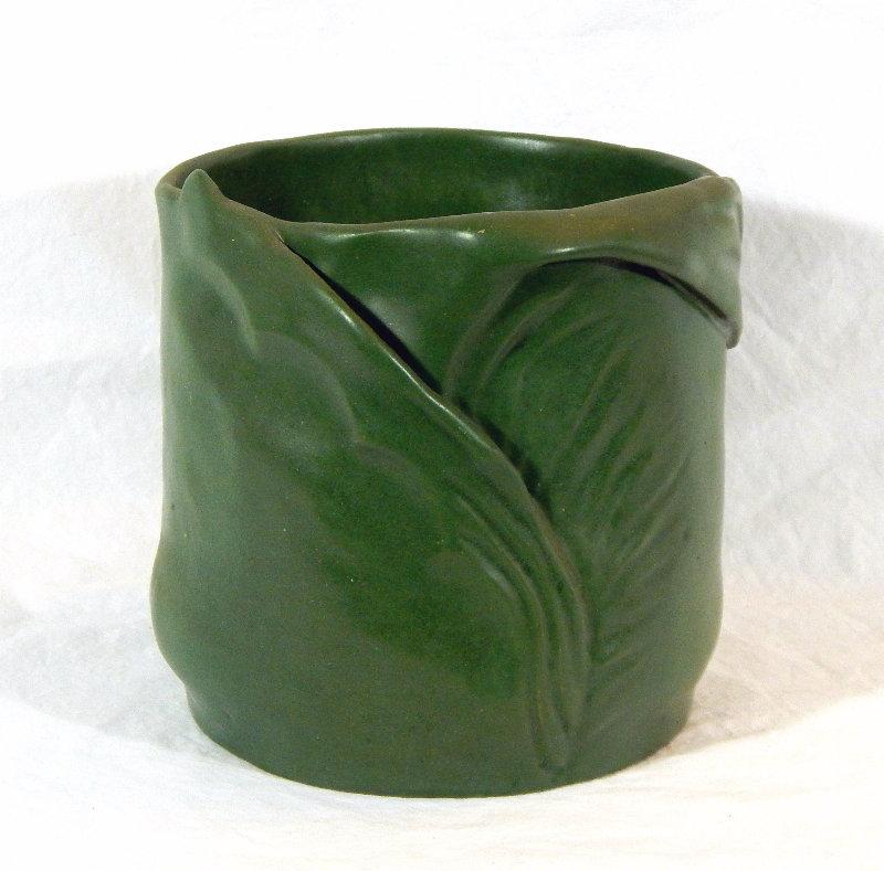 Interesting Grueby-like pot - can someone ID? Dscn5114