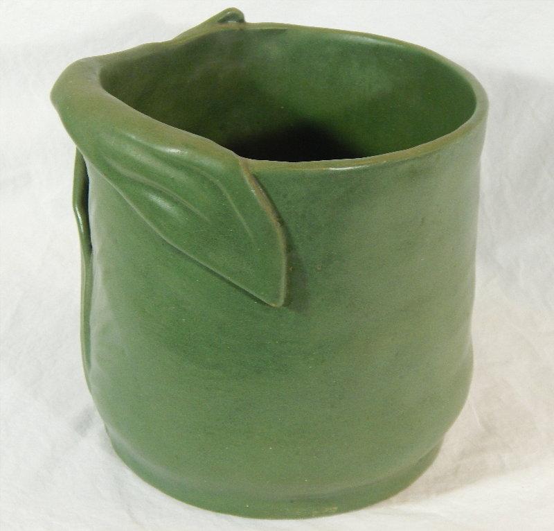 Interesting Grueby-like pot - can someone ID? Dscn5115