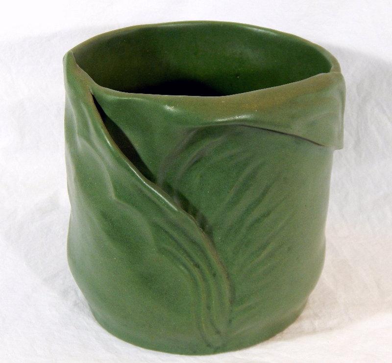Interesting Grueby-like pot - can someone ID? Dscn5116