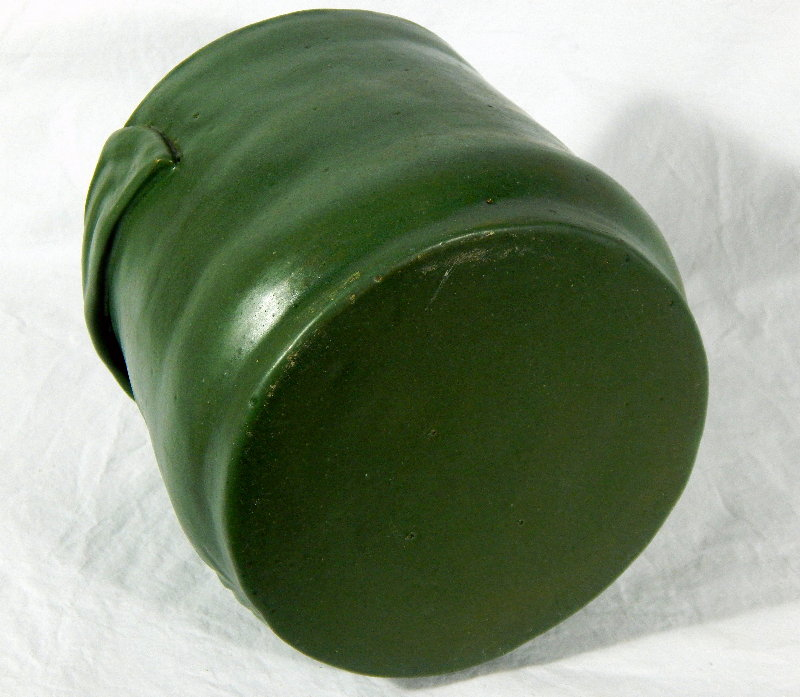 Interesting Grueby-like pot - can someone ID? Dscn5117