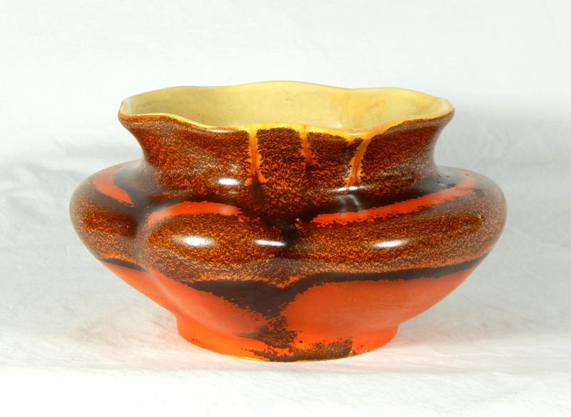 Help ID this unusual bowl Dscn6210