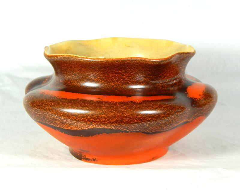 Help ID this unusual bowl Dscn6211
