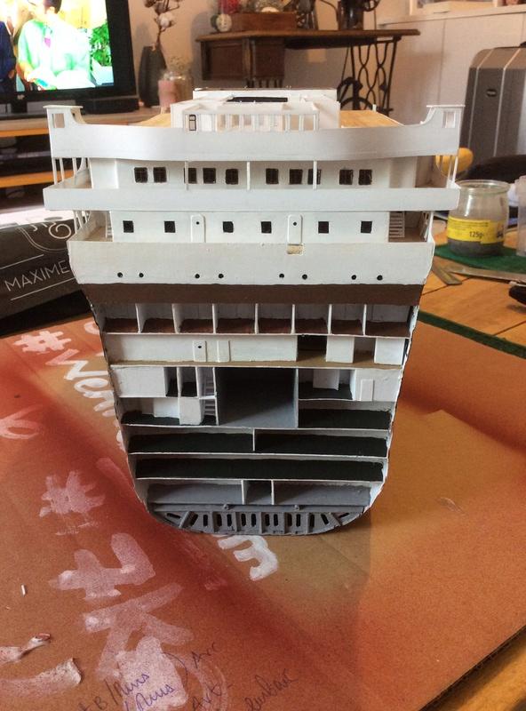 Titanic 1/200 par un fou ... Img_1012
