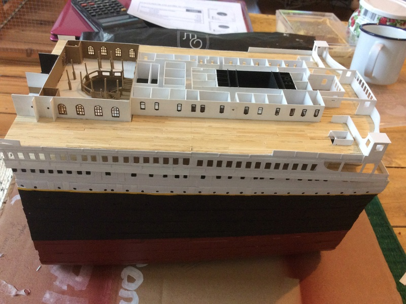 Titanic 1/200 par un fou ... Img_1014