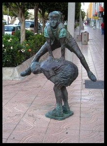 Les sculptures les plus insolite  - Page 5 1916