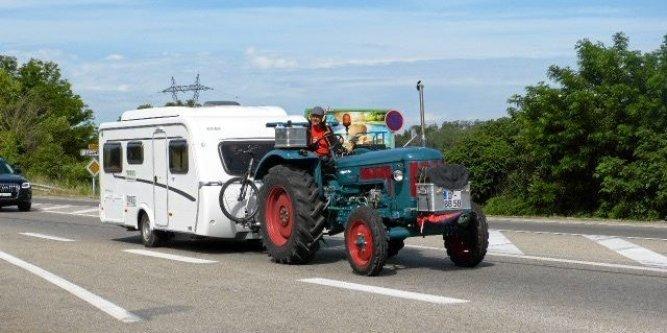 Photographiez des tracteurs ! - Page 2 15154710