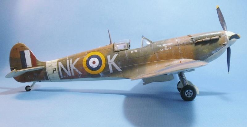 "Spitfire MkIIa "" The borough of Lambeth"" 0711"
