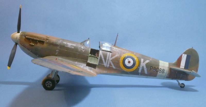"Spitfire MkIIa "" The borough of Lambeth"" 0811"