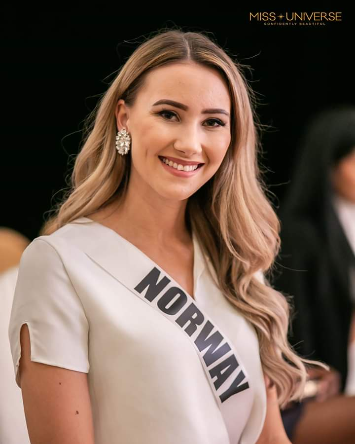 © PAGEANT MANIA © MISS UNIVERSE 2018 - OFFICIAL COVERAGE Finals - Page 20 Fb_i5409