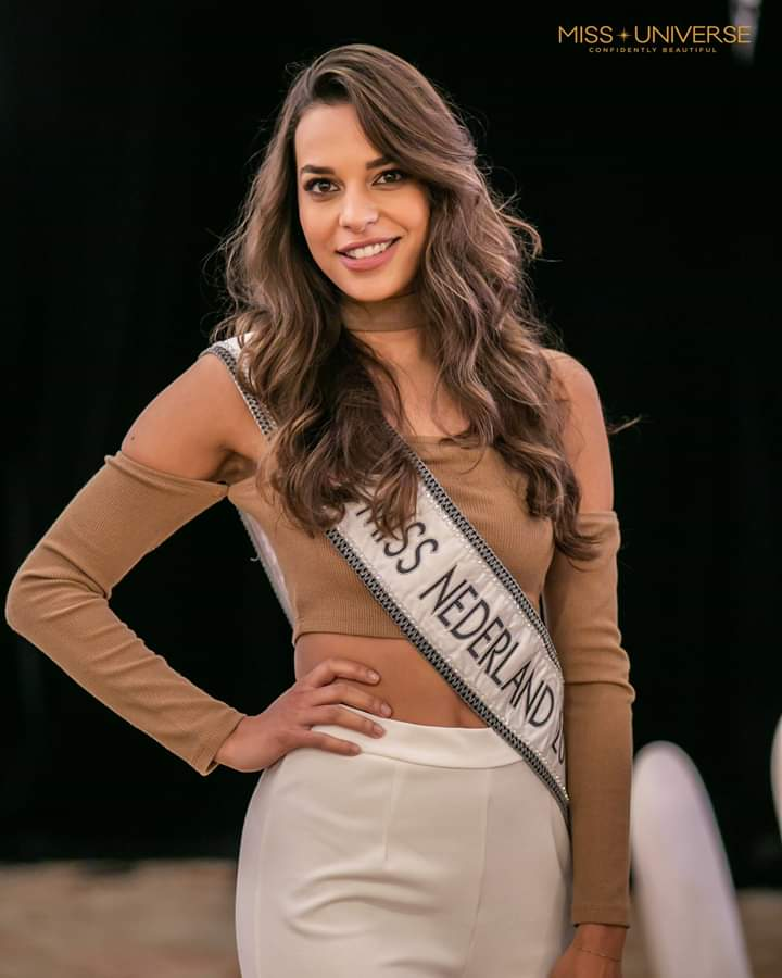 © PAGEANT MANIA © MISS UNIVERSE 2018 - OFFICIAL COVERAGE Finals - Page 20 Fb_i5411