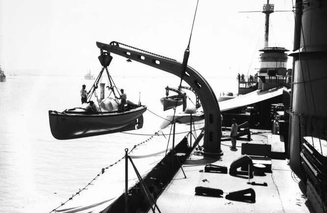 je cherche le nom de ce bateau Canot_10