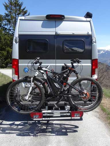 Ouverture portes avec porte-vélo sur attelage Pv011010