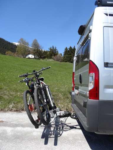 Ouverture portes avec porte-vélo sur attelage Pv021010