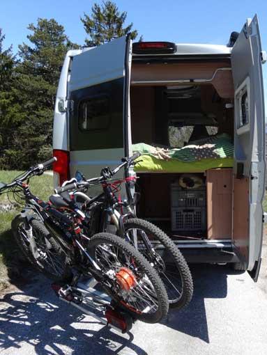 Ouverture portes avec porte-vélo sur attelage Pv051010